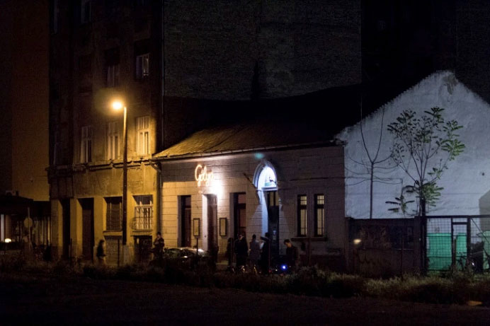 Our venue: the public community house and co-operative bar of Gólya (Budapest)