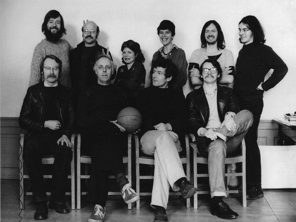 Fig. 2: Members of the Science Studies Unit in the early 1980s Back row, left to right: Mike Barfoot, Steven Shapin, Carole Tansley, Moyra Forrest, Andy Pickering, Dave Smith. Front row: David Bloor, David Edge, Barry Barnes, David Miller. Courtesy of Carole Tansley
